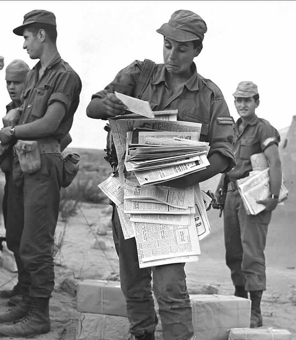 Four days before the war, newspapers are handed out (Photo: Aharon Zuckerman/GPO)