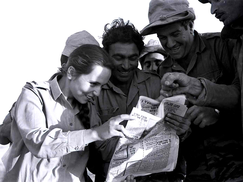 Five days before the beginning of the war, soldiers catching up (Photo: Micha Han/GPO)
