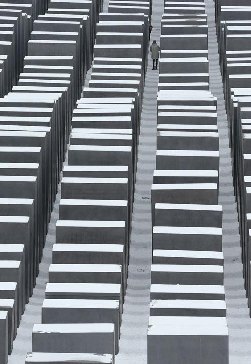 אנדרטת השואה שתכנן פיטר אייזנמן בברלין. האסתטיקה התבררה כמוצלחת מדי? (צילום: Gettyimages)
