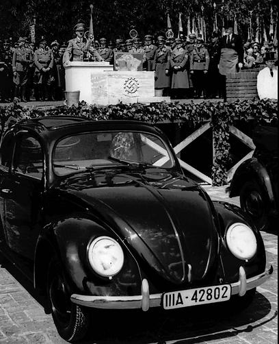 היטלר נואם - מכונית העם מככבת (AP)