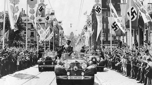 היטלר ומרצדס - החזיק בה מניות (שאטרסטוק)