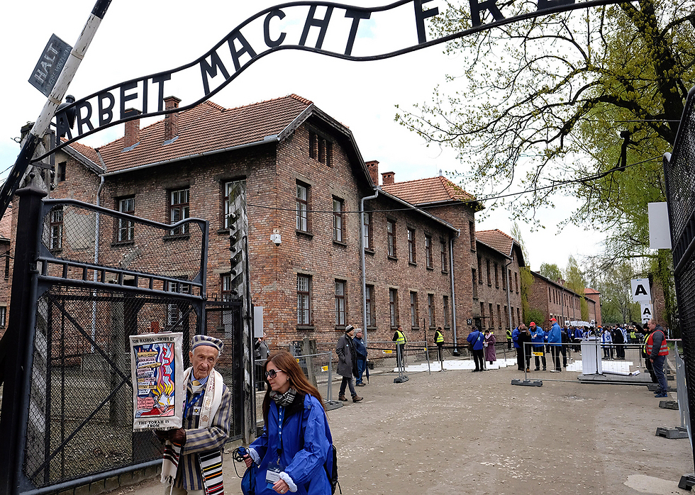 The sign to Auschwitz extermination camp, located in Poland (Photo: EPA)
