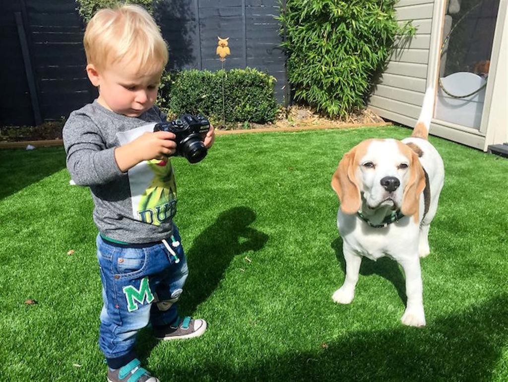 סטנלי בפעולה, נתפס בעדשת המצלמה של אביו ( )