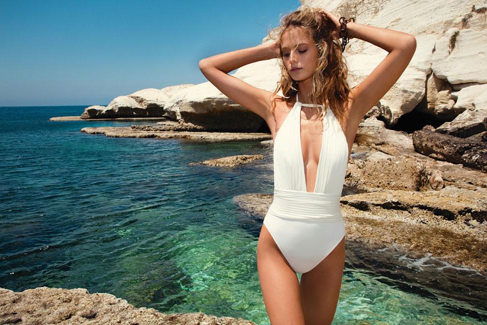 לאמיצות במיוחד: בגד ים לבן, 699 שקל, גוטקס (צילום: יניב אדרי)