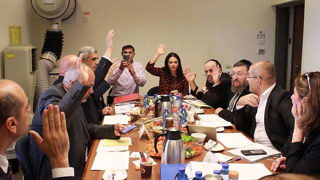 הוועדה לבחירת קאדים בראשות השרה שקד ()
