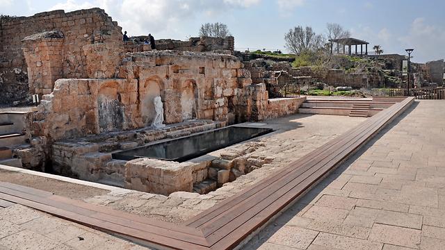 מזרקה ציבורית (נימפאון) מהתקופה הרומית (צילום: יולי שוורץ, רשות העתיקות)