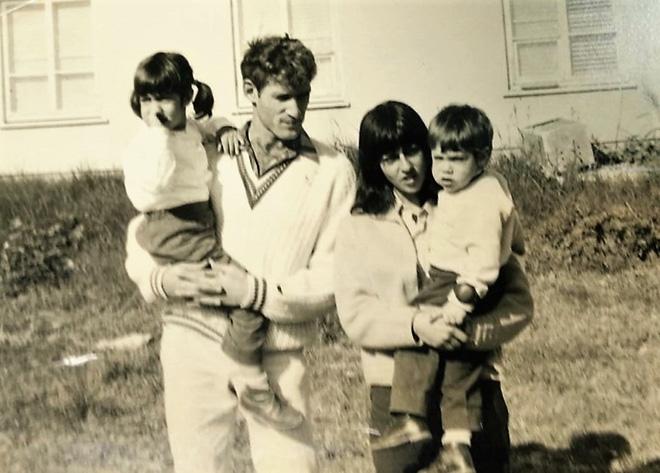 """האם יעל עם בעלה השני, אילן ידידיה, והילדים נעמה ושלמה. """"הוא היה לנו כאבא לכל דבר"""" (צילום: אלבום פרטי)"""