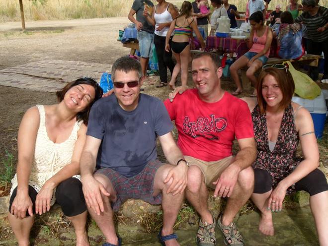 """מגרי""""ל (משמאל) עם אחיה מומו, גל ויערה. """"משפחה אחת, חזקה ומלוכדת"""" (צילום: אלבום פרטי)"""