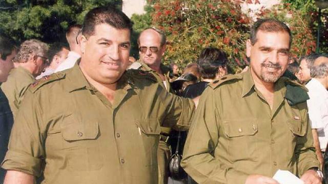 אדרי (מימין) עם יואב (פולי) מרדכי, כיום אלוף ומתאם פעולות הממשלה בשטחים