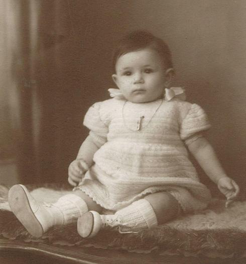 """אדית שנידמן כתינוקת. """"כשרצו להעליב אותי, אמרו 'היתומה'"""" (צילום: אלבום פרטי)"""