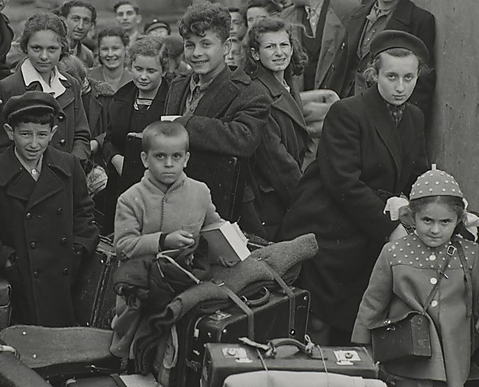 רישיק מגיע לאנגליה אחרי המלחמה ()