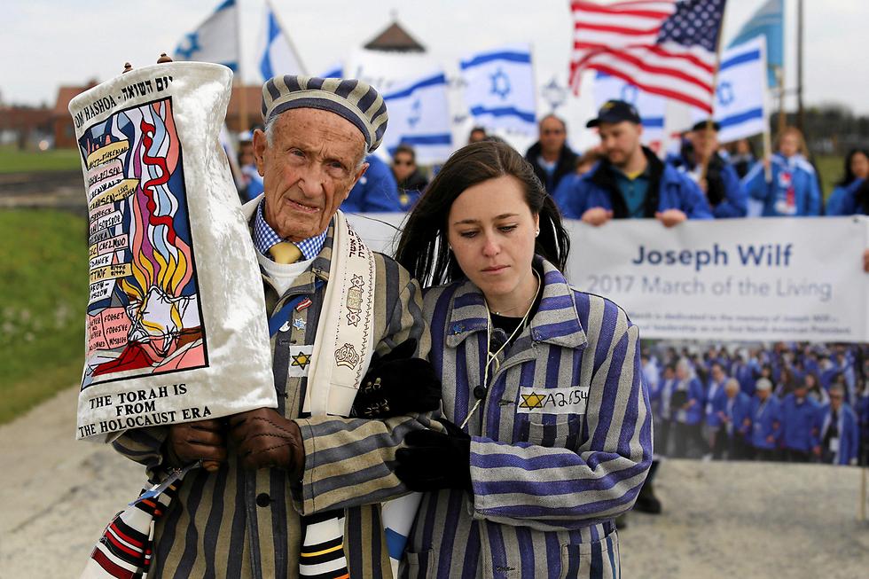 אלפי צעירים ומבוגרים מרחבי העולם השתתפו במצעד החיים באושוויץ, פולין, ביום הזיכרון לשואה והגבורה (צילום: רויטרס)
