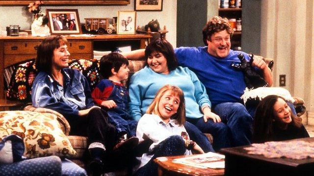 """משפחת קונור. """"חבורה של אנשים גדולים שמספרים בדיחות""""  ()"""