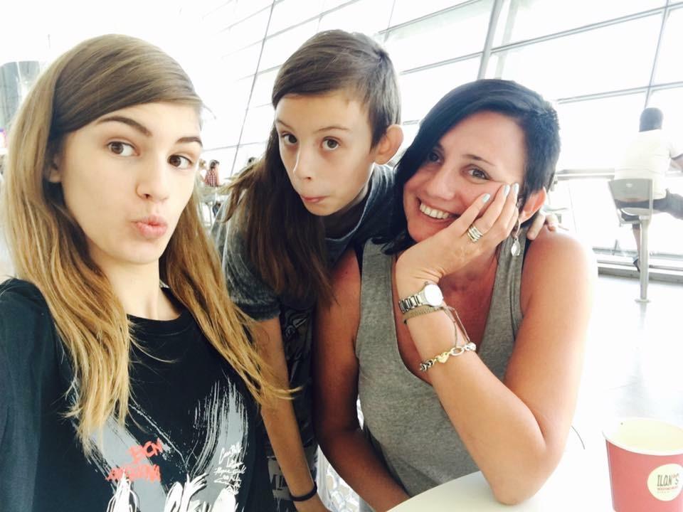 Евгения Шустикова с дочерьми Соней и Аленой