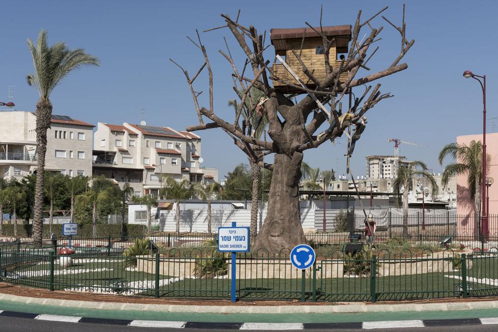 אחת משיאניות הז'אנר היא אור יהודה. זו כיכר נעמי שמר, וכדי לראות את כל היתר - לחצו על התמונה (צילום: אלי סינגלובסקי)