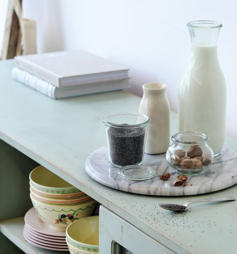 חלב עם פרג או אגוז מוסקט (צילום: דניה ויינר סגנון: דיאנה לינדר)