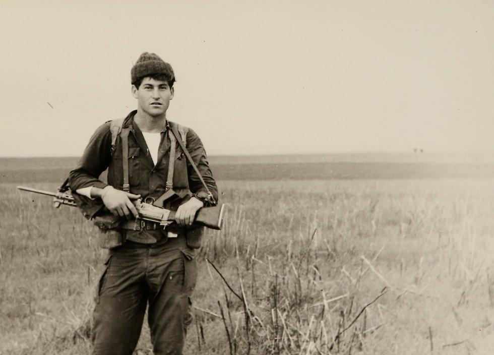 ארנון אפרתי בצעירותו כחייל (צילום: אלעד גרשגורן) (צילום: אלעד גרשגורן)
