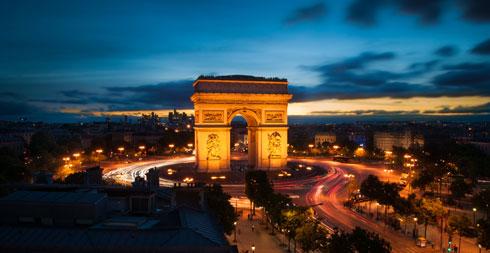 גם הוא מעגל תנועה, אבל קצת אחר. שער הניצחון בפאריז (צילום: Xavier Sayanoff, cc)