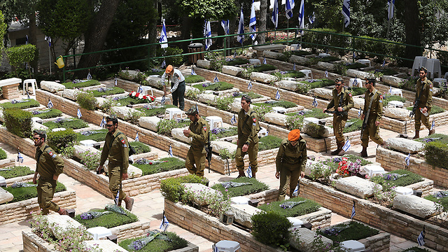 The military plot on Mount Herzl (Photo: Gil Yohanan)