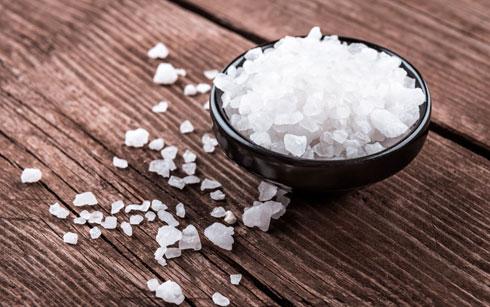 """מלח מועשר ביוד, 150-200 מק""""ג בכפית (צילום: Shutterstock)"""