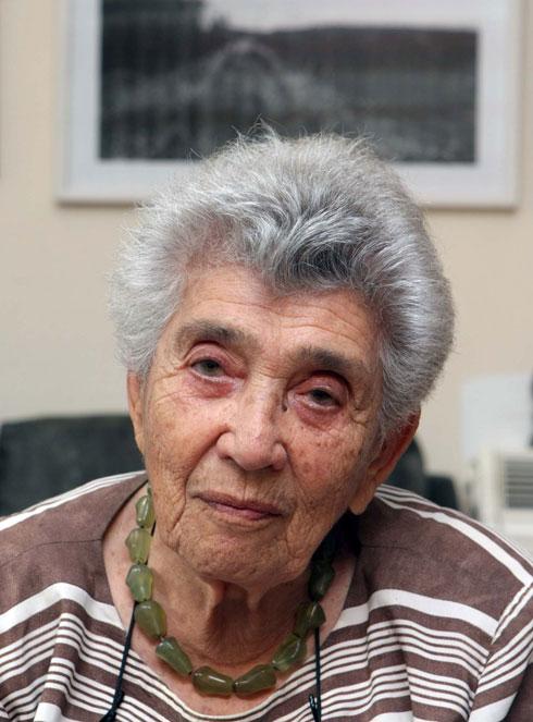 האם, יהודית ביאלר. עצומה נגד שינוי נוסח התפילה (צילום: צביקה טישלר)