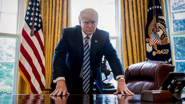 טראמפ בבית הלבן. הודעה מיוחדת לציבור האמריקני (צילום: AP) (צילום: AP)