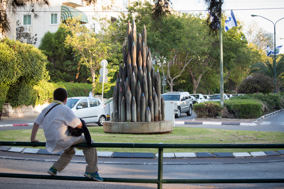 ''כיכר העפרונות'' בתל אביב, עיר שיש בה מעט מעגלי תנועה קטנים באופן כללי - ושניים ענקיים: כיכר דיזנגוף וכיכר המדינה (צילום: דור נבו)