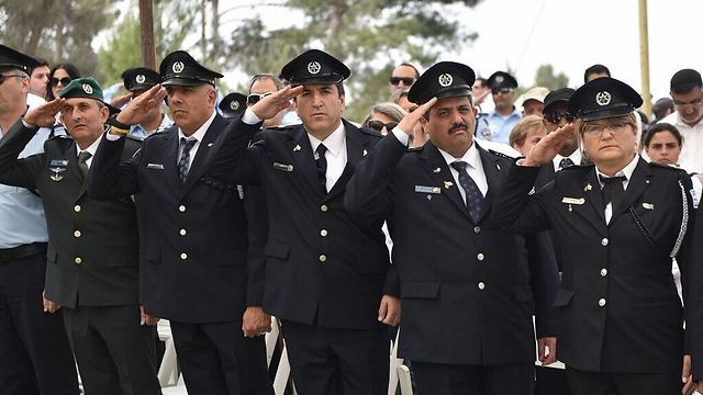 Police Chief Commissioner Roni Alshiekh (second from right) during Mt. Herzl ceremony (Police Spokesperson's Unit)