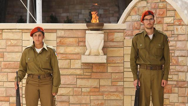 Kiryat Shaul military cemetary (Photo: Motti Kimchi)