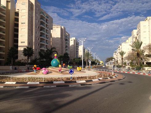 כל אלמנט נחשב כאמנות במעגל תנועה. אשדוד (צילום: באדיבות דוברות עיריית אשדוד)