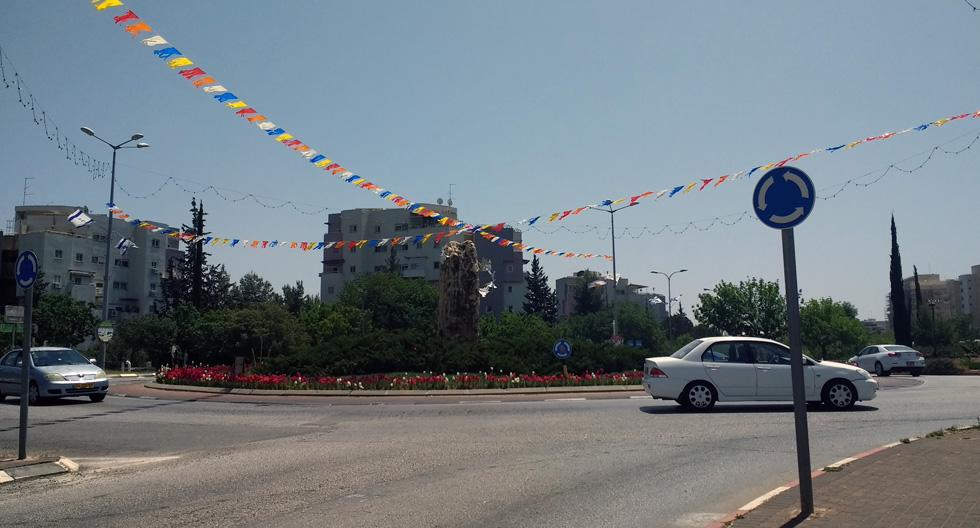 ''כיכרמיאל'' - כך קוראים תושבי כרמיאל לעירם עתירת מעגלי התנועה, שחלקם גדולים במיוחד ביחס לממוצע בשאר ערי הארץ (צילום: עיינה טייכר-יעיר)