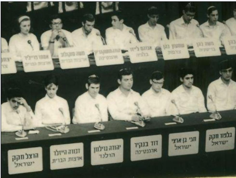 """שמעון כהן (שלישי מימין למעלה) חתן התנ""""ך של צרפת התשכ""""ה. עוד התמודדו: חגי בן ארצי והרצל ובלפור חקק"""