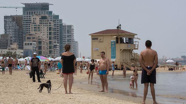 Во время сирены на пляже. Фото: AP