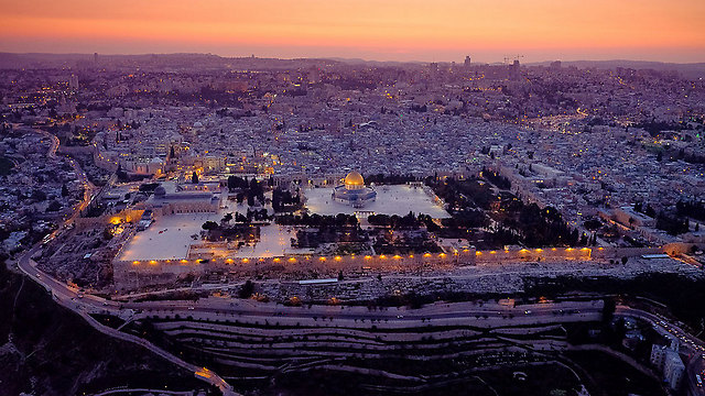 The Old City in twilight (Photo: Israel Bardugo)