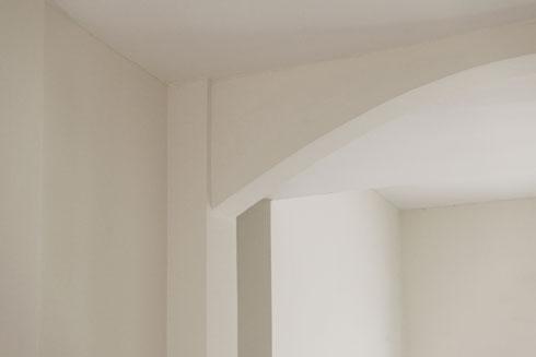 במבט מקרוב מבחינים בפרטים הקטנים, המגיעים מתוך תפישה אדריכלית שגיבש כריסטופר אלכסנדר, המורה של פורטוגלי (צילום: גדעון לוין)