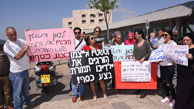 'Rotstein and Litzman are killing our children for money!' (Photo: Yisrael Hadari)