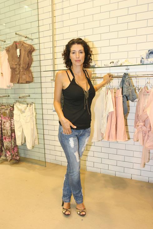אירית סימון בחנות של הרשת שהביאה לפרסומה, 2007 (צילום: דנה קופל)