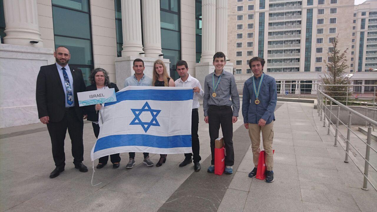 Тренеры и участники израильской школьной сборной по химии. Фото: пресс-служба Техниона