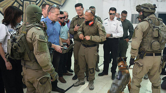 Gilad Erdan at an IPS exercise (Photo: Ministry of Public Security)
