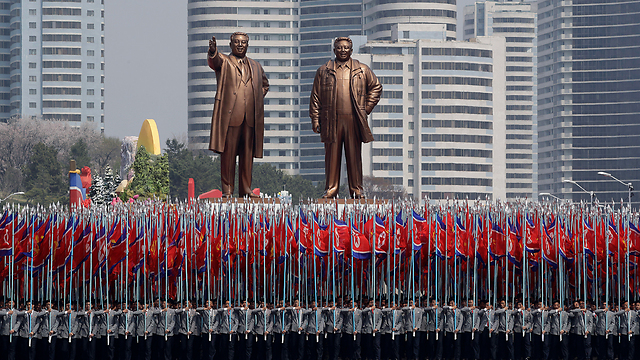 Statues of former North Korean leaders Kim Il-sung and Kim Jong-ill in Pyongyang (Photo: AP)