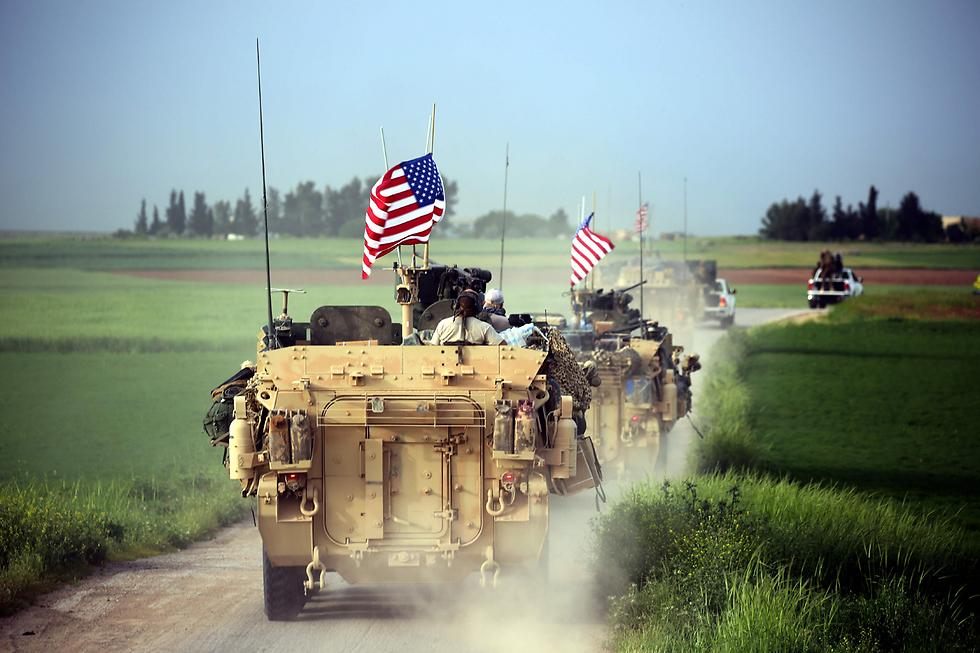 כוח אמריקני-כורדי ליד הכפר הסורי דרבשייה באזור הגבול עם טורקיה (צילום: AFP)