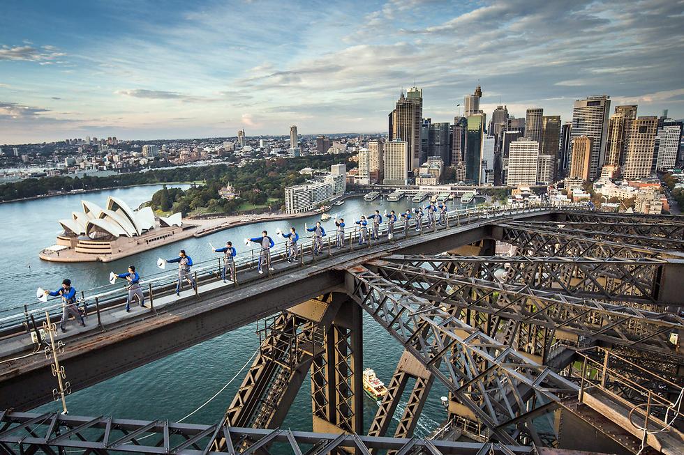 שיעור טאי צ'י המוני עם שחר בגשר נמל סידני, אוסטרליה (צילום: AFP, BRIDGECLIMB SYDNEY)