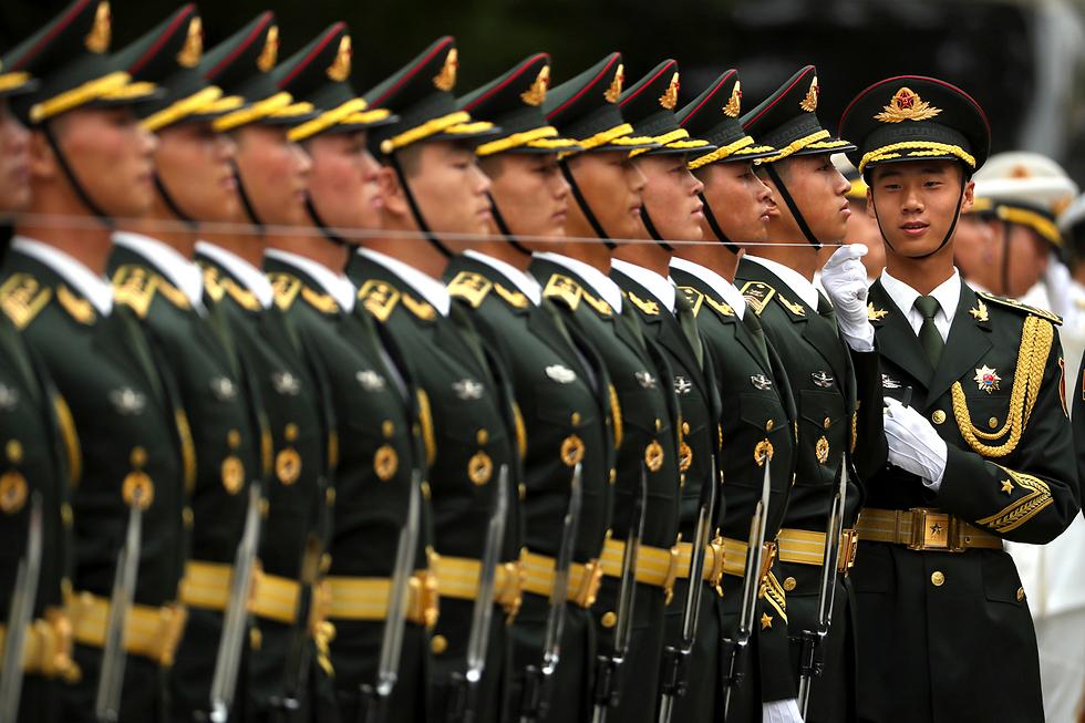 משמר כבוד סיני בבייג'ינג לכבוד ראש ממשלת דנמרק לארס לקה ראסמוסן (צילום: AP)