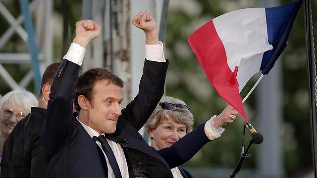 הסקרים צופים לו ניצחון ענק. עמנואל מקרון (צילום: AP)