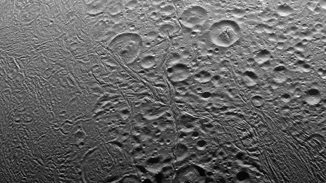 "הקוטב הצפוני של אנקלדוס, ירח שבתאי (צילום: נאס""א)"