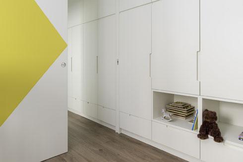 הארון נמשך מהמסדרון אל תוך חדר הילדים (צילום:  גלית דויטש)