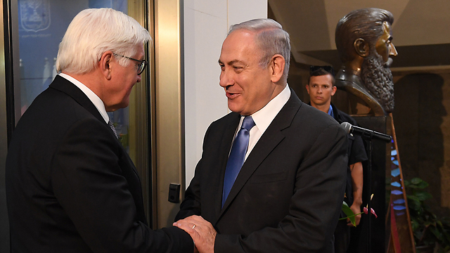 Netanyahu was happy to greet Steinmeier, who did not meet with Breaking the Silence. (Photo: Kobi Gideon/GPO)