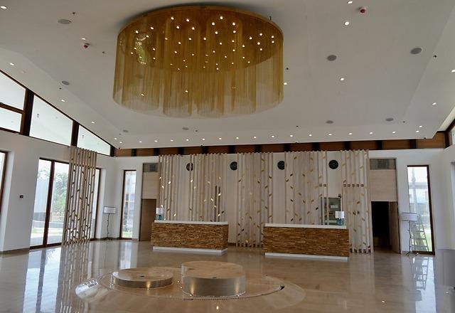לובי המלון (צילום: דני שדה)
