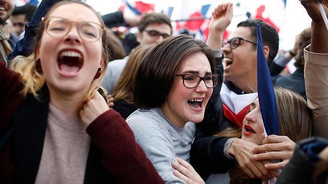 חגיגות ניצחונו של מקרון. היצואנים הישראלים יכולים להיות רגועים (צילום: AP)