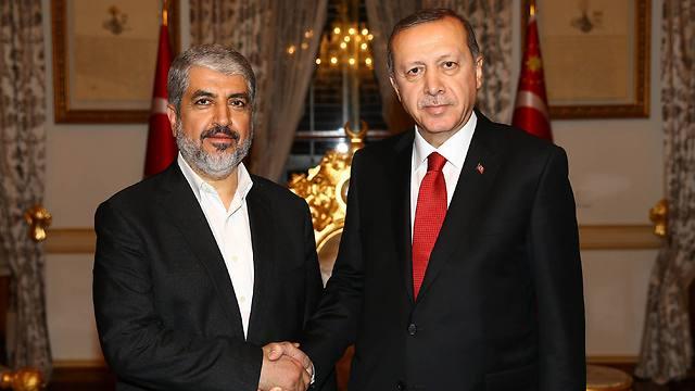 Бывший глава политбюро ХАМАСа Халед Машаль и президент Турции Реджеп Тайип Эрдоган. Фото: EPA